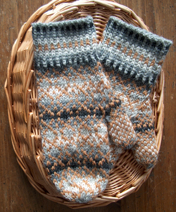 fair                       isle shaded mittens